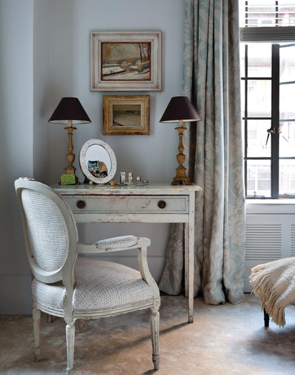 renovated-apartment-in-new-york-prewar-luxury-home-interiors-chic-home-interiors-10